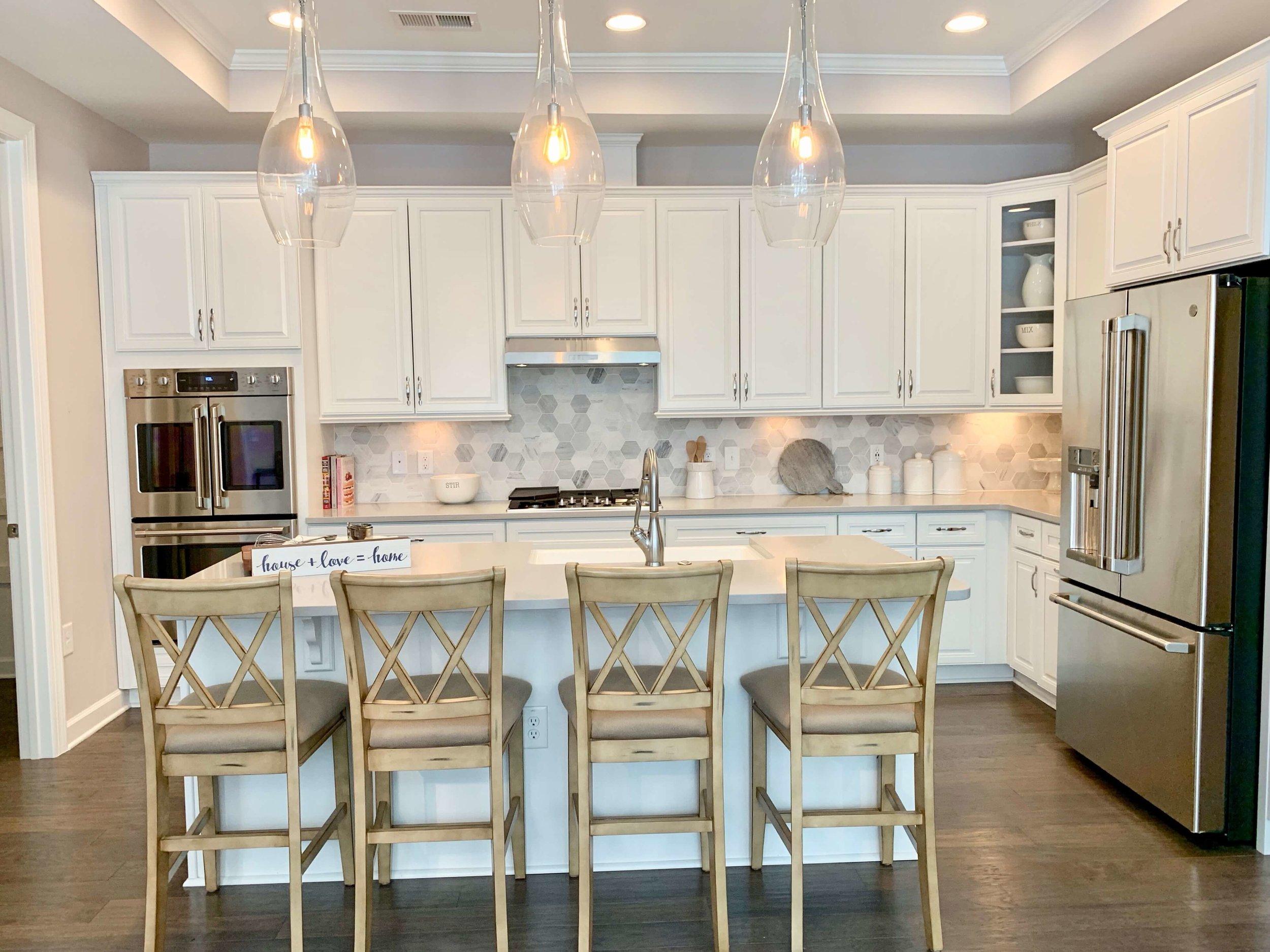 kitchen_island_seating_lighting_ideas.jpeg