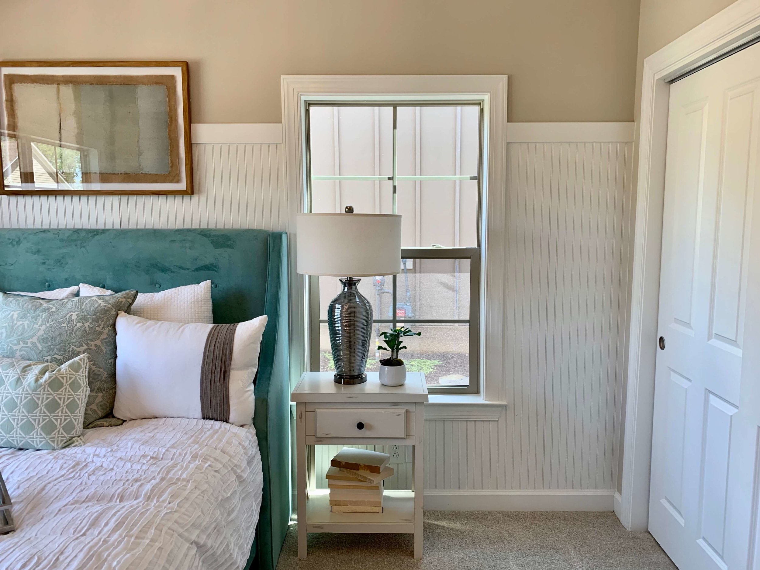 decorating_ideas_beadboard_guest_room.jpeg