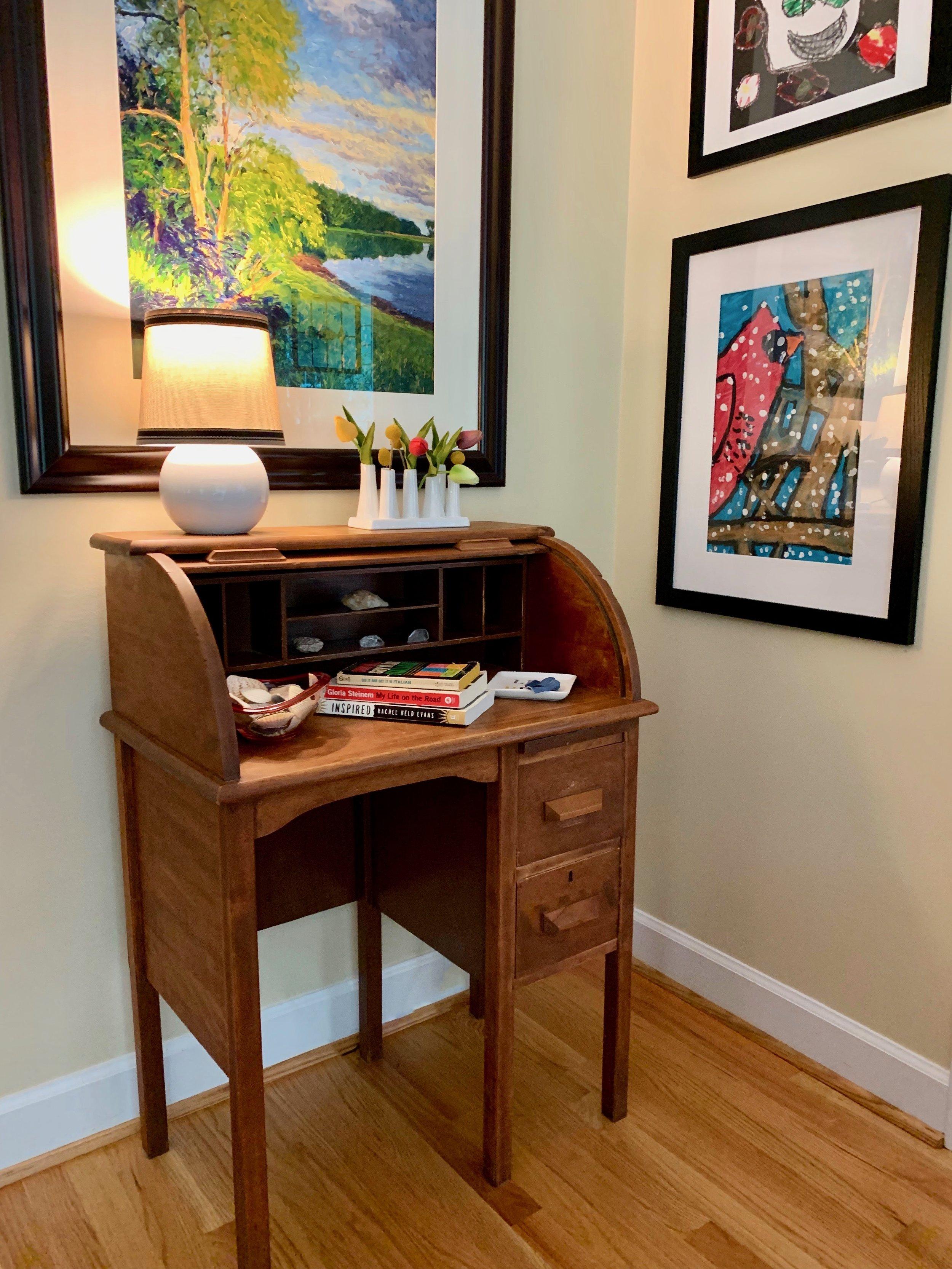 antique-desk-living-room