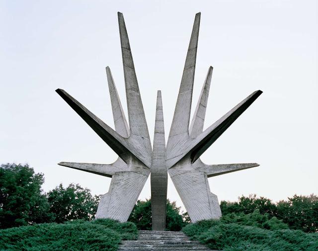 Spomenik_03.jpg