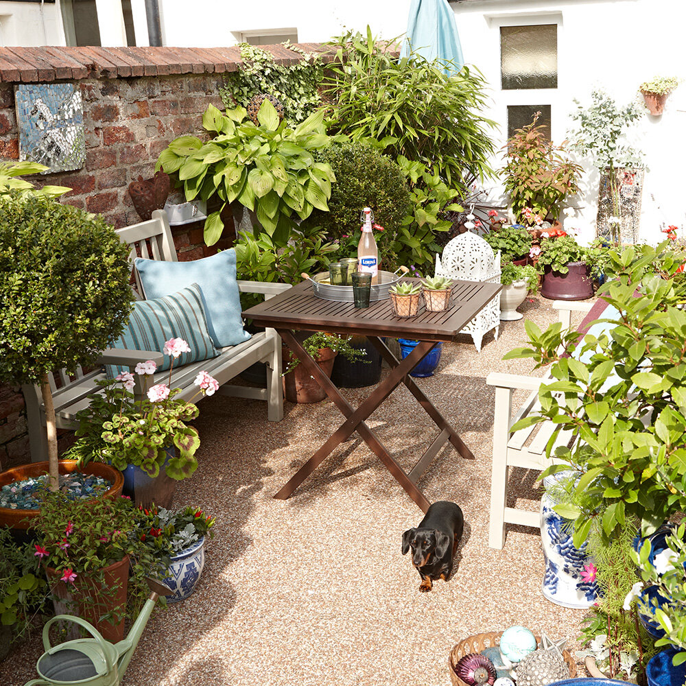 DECORATE YOUR OUTDOOR SPACE ON A BUDGET THE BEST SMALL GARDEN ...
