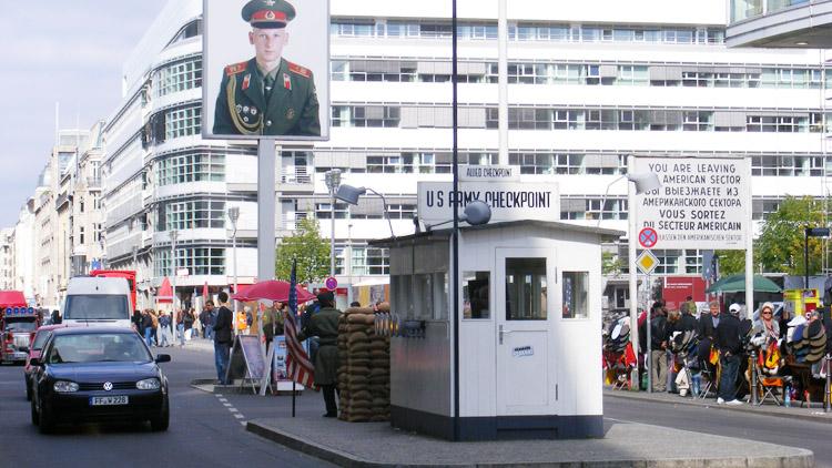 29 Checkpoint Charlie.jpg
