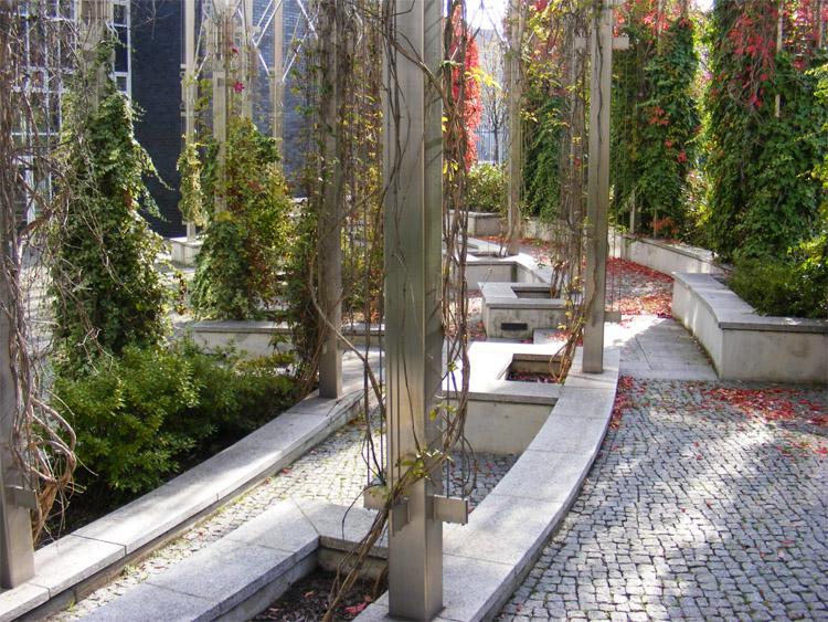 60 Public garden of the Friedrich Elbert Foundation.jpg
