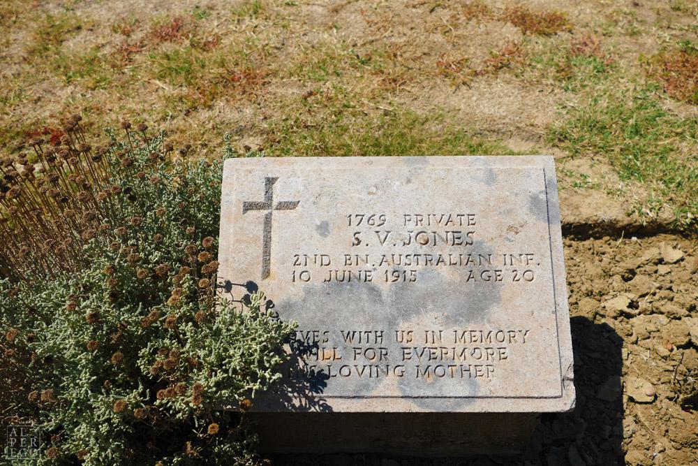 lone-pine-cemetery-03.jpg
