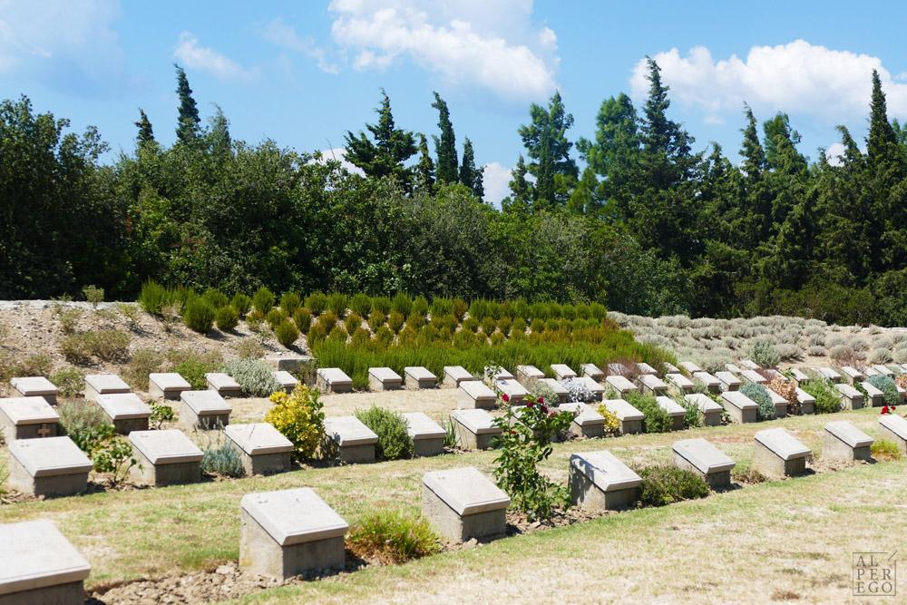 lone-pine-cemetery-04.jpg