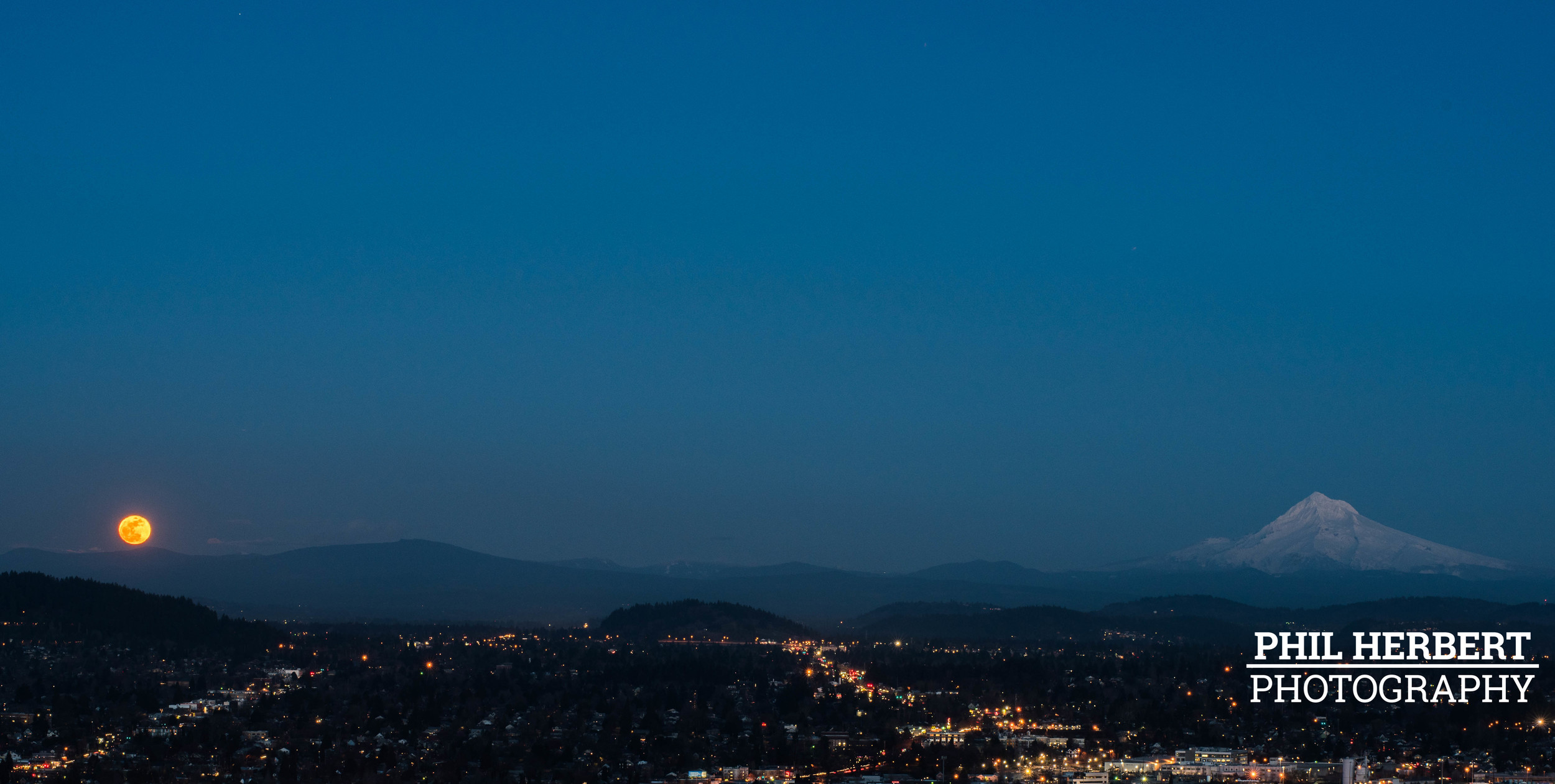 Mt-Hood-Moonrise.jpg