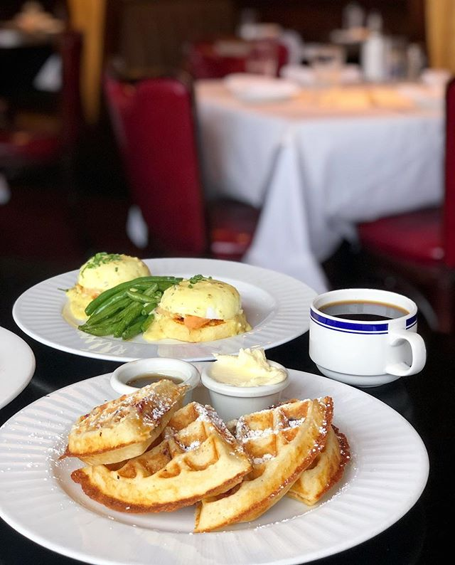 Already thinking of brunch for this weekend and I'm thinking blueberry waffles, smoked salmon benedict, fresh coffee and maybe a mimosa or two...all with a side of 60s classy diner vibes. @buckheaddiner is definitely it. #BuckheadDiner #BohemianEats #Buckhead #Classy #Brunch #Mimosas #Coffee #Waffles #Classic #Benedict #Atlanta #AtlantaFood #EaterAtlanta #Infatuation #eeeeeats #FeedFeed #buzzfeast