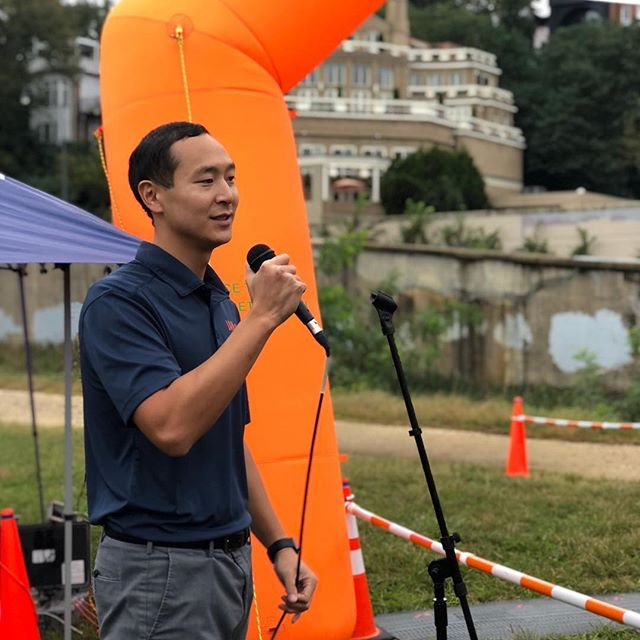 """Thankful to be able to lead the warm-ups for Specialove's Fall in Love 10k Run & 5k Run/Walk!! """"Running their hearts out for children with cancer and their families!"""" #physicaltherapy #fitness #motivation #10k #cancersucks #speciallove #dc #health #5k #shoes #freshkicks #hydrate #running #walking #injuryprevention #cardio #fallinlove"""