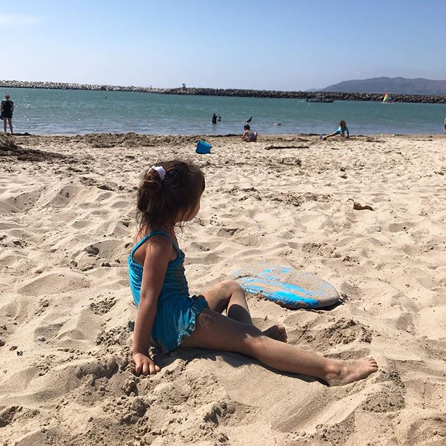 "☀️Sunday was a great beach day! 🌊  my 4 yr old was excited to say ""the water is not cold! but not warm.. it's medium!"" #pacificocean #californiasummer #ventura #waterisalwayscold #todayitwasmedium"