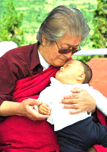Dungse-rinpoche-with-child.jpg