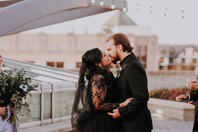 These two were married yesterday in downtown Roanoke at the most gorgeous rooftop venue. Haley was the most stunning bride in an all black gown and Kevin looked sharp as ever. Thankful for days like this to celebrate love. . . . . #jessicasnyderphotographyanddesign #jessicasnyder #travelphotographer #weddingphotographer #wedding #downtownwedding #roanokeva #roanokevaphotographer