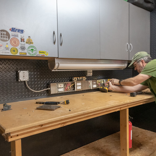 14-ultimate-workshop-power-strip.jpg