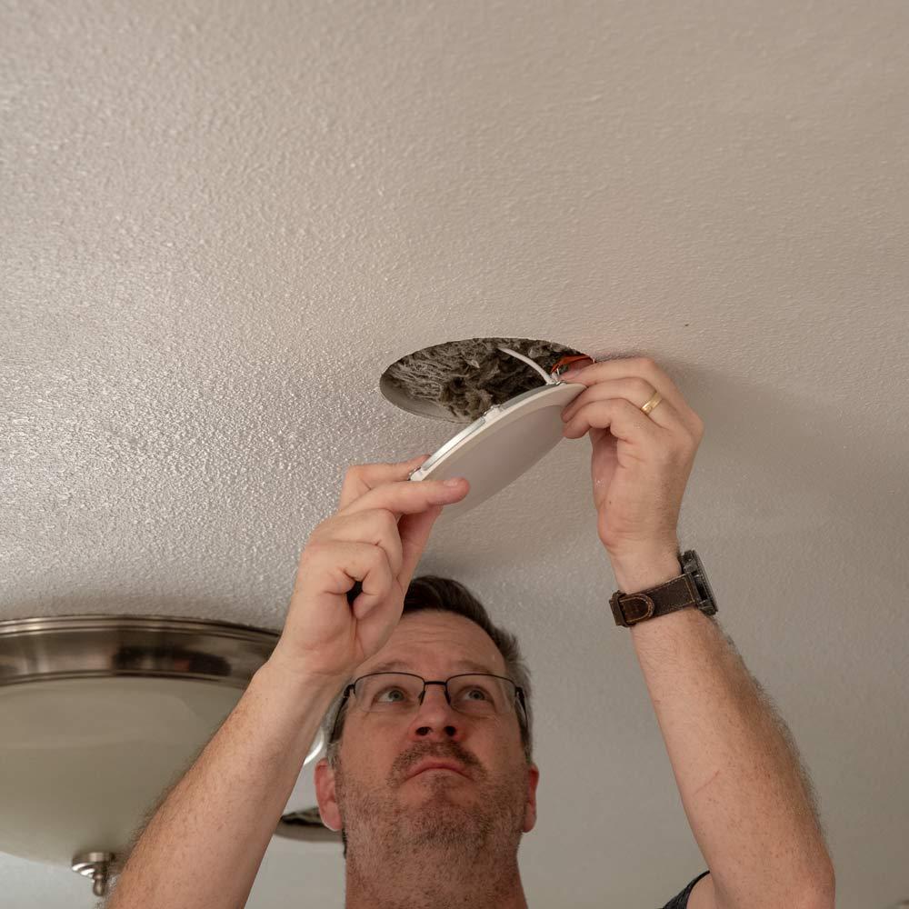 installing-downlight-plug.jpg