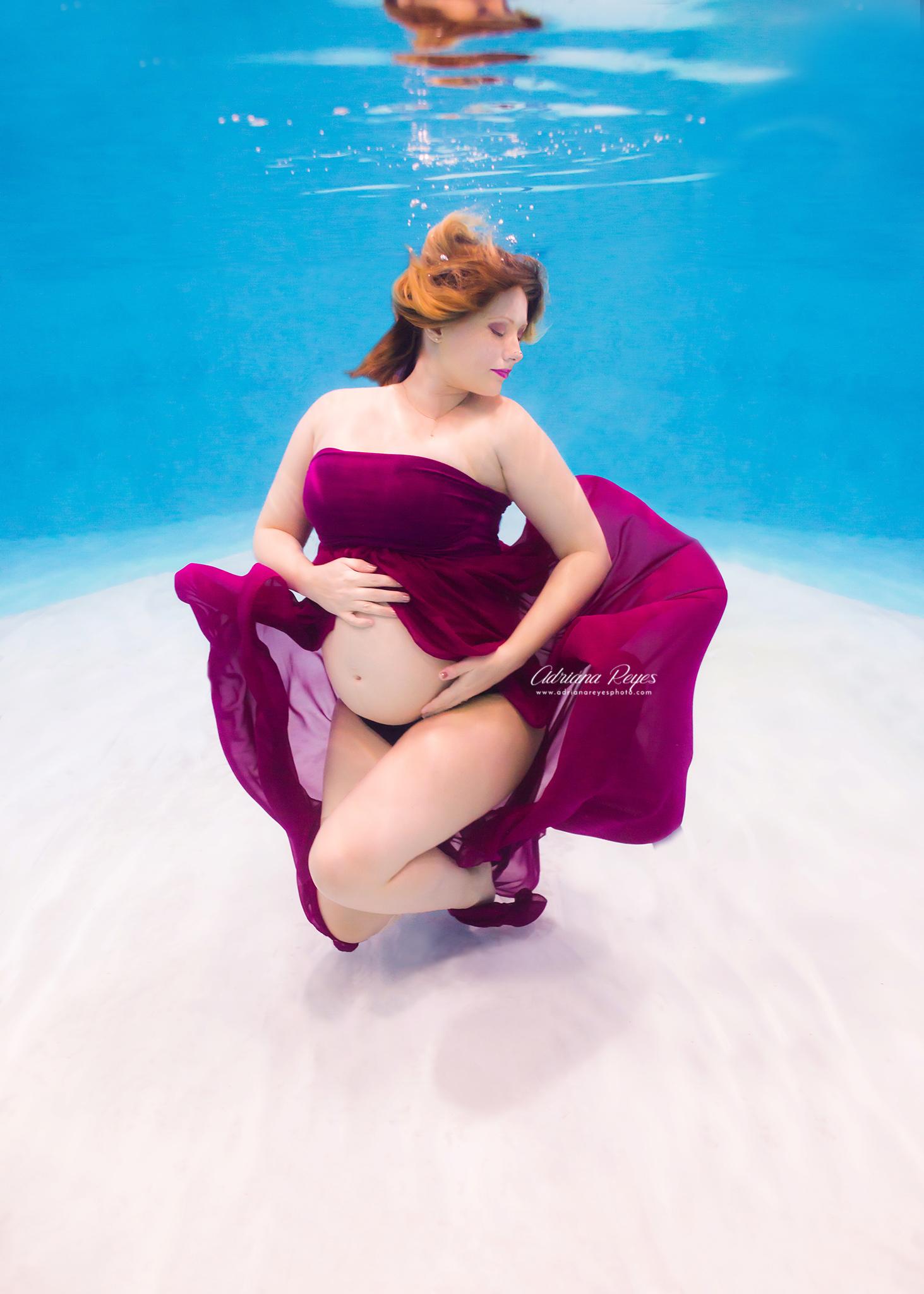 Toronto-Underwater-Maternity-Photographer-GTA-Adriana-Reyes-Photography-026.jpg