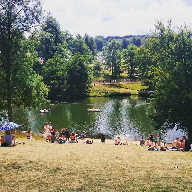 Flashback to yesterday @wildernesshq  #lakeside #wildswimming #sailing #paddleboarding #yoga #sunshine #wellbeing #festivals