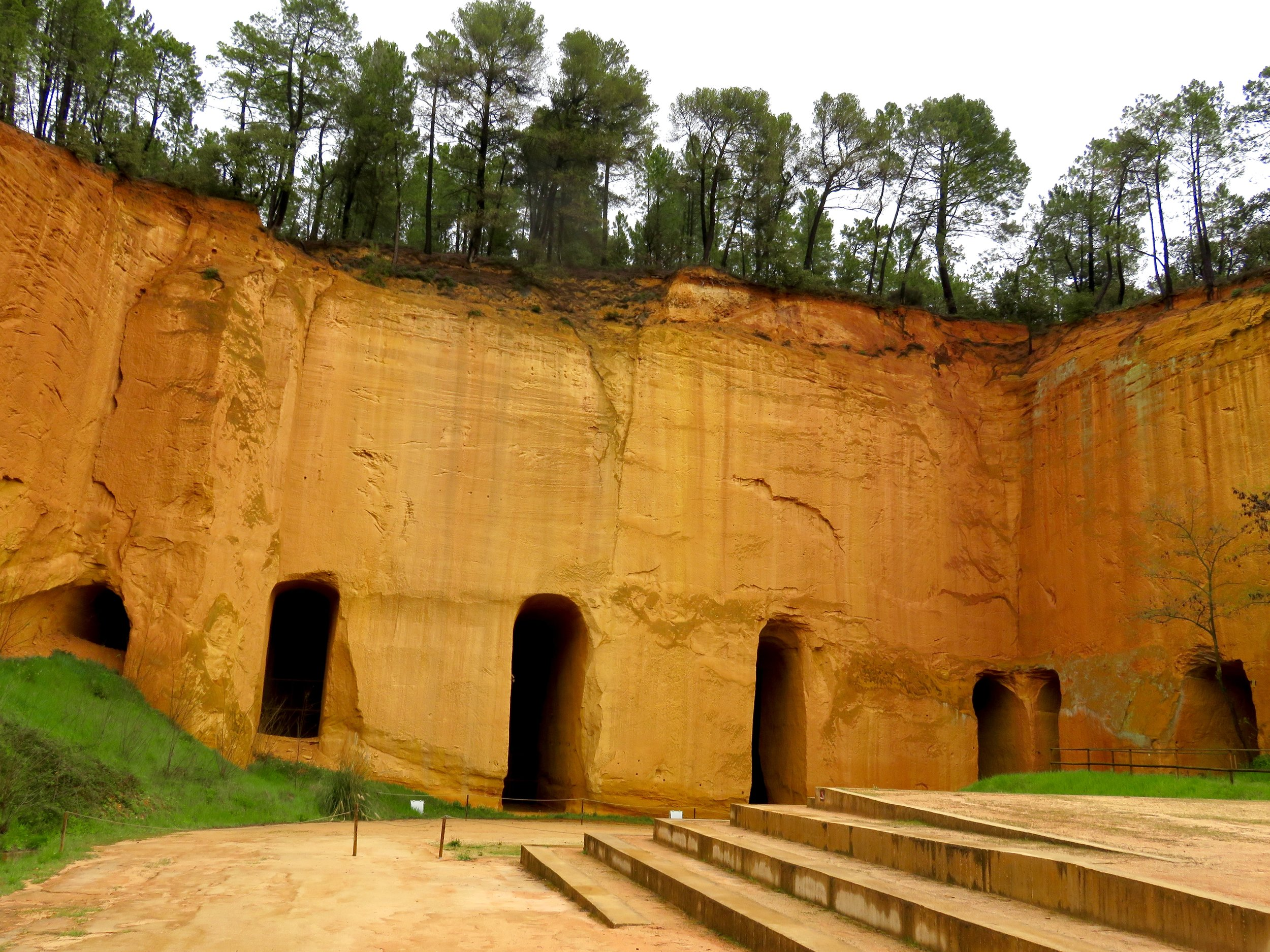 Bruoux Mines: 50+ km of ochre caves!