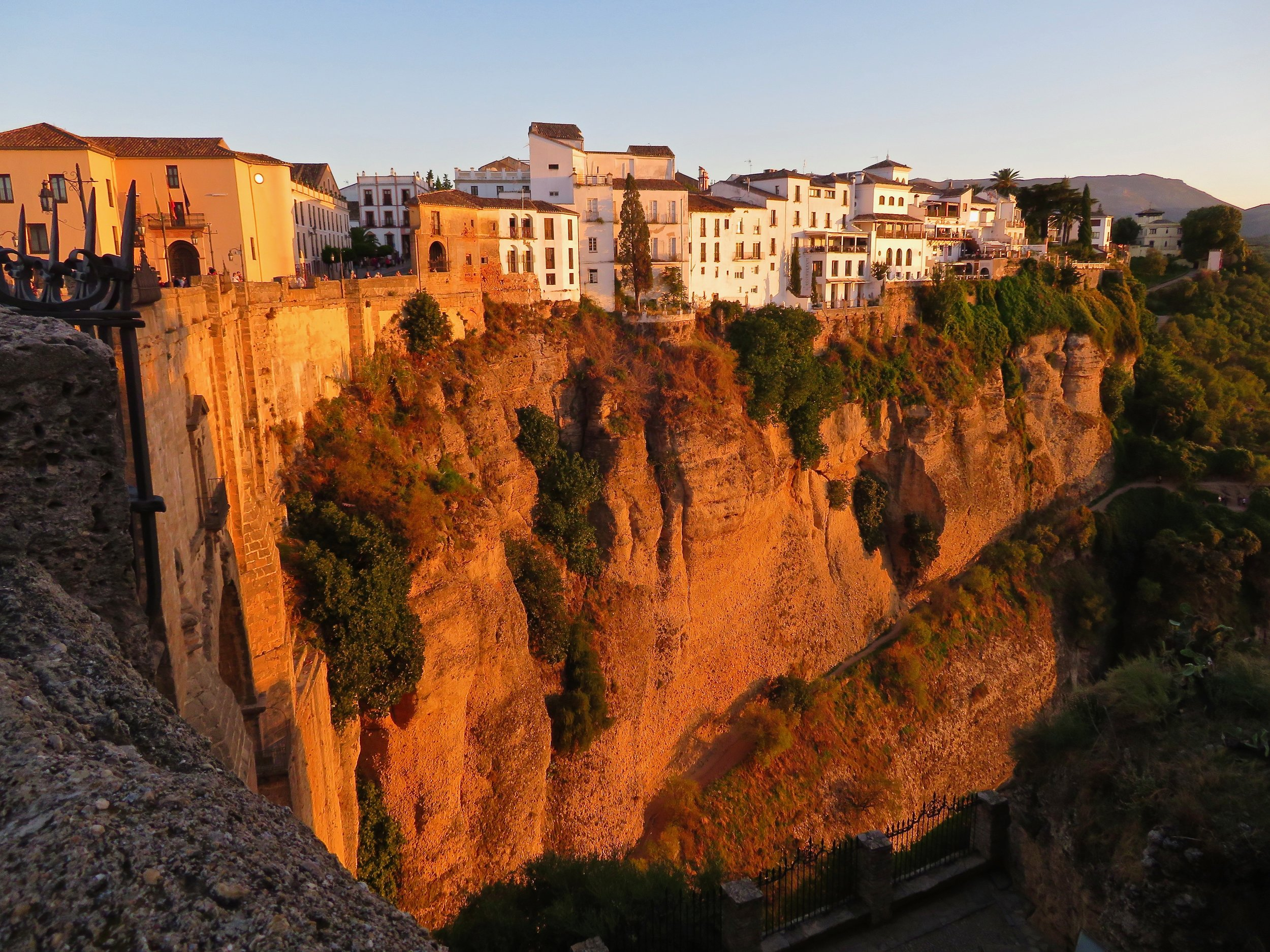 Spectacular Ronda, sliced in two by the El Tajo Gorge!
