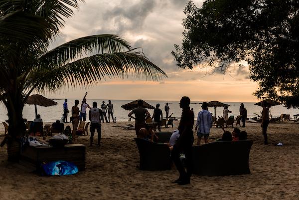 Jour 5  Tout le monde part pour la côte, où nous finirons le voyage avec un bon déjeuner et des moments merveilleux sur une des plus belles plages d'Afrique de l'Ouest.