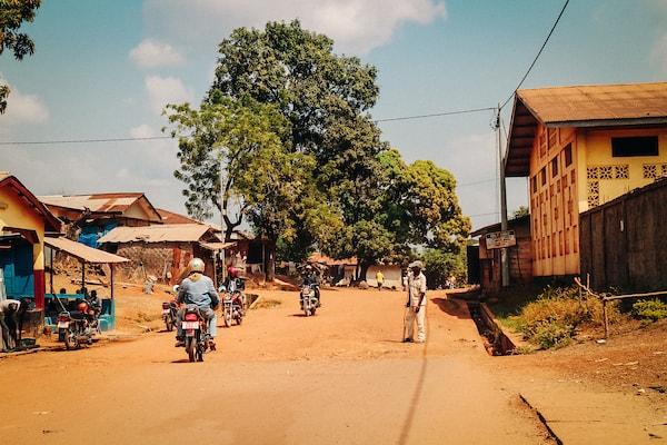 Jour 1  Visite de projets Street Child dans les régions rurales et urbaines où vous rencontrerez les écoles, les étudiants et les enseignants.