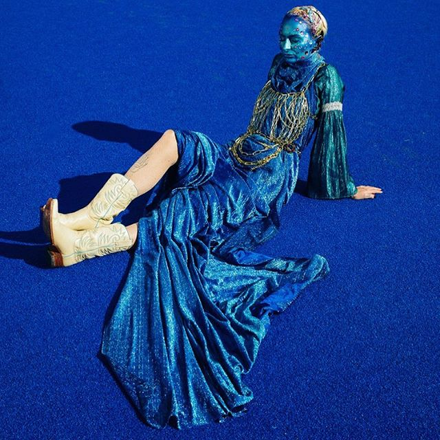 💙IM BLUE💙 space oddity #2 NEW SHIT up on feverhotel.com🔥 This one is a collab between @nataleefishermakeupandhair x @dinosaurtoast x @hallofxoe 💙💙💙💙💙💙💙💙💙💙💙💙💙💙💙 #feverhotel #freaky #imblue #letsgetweird #photography #fashion #blue #alien #nz #chain