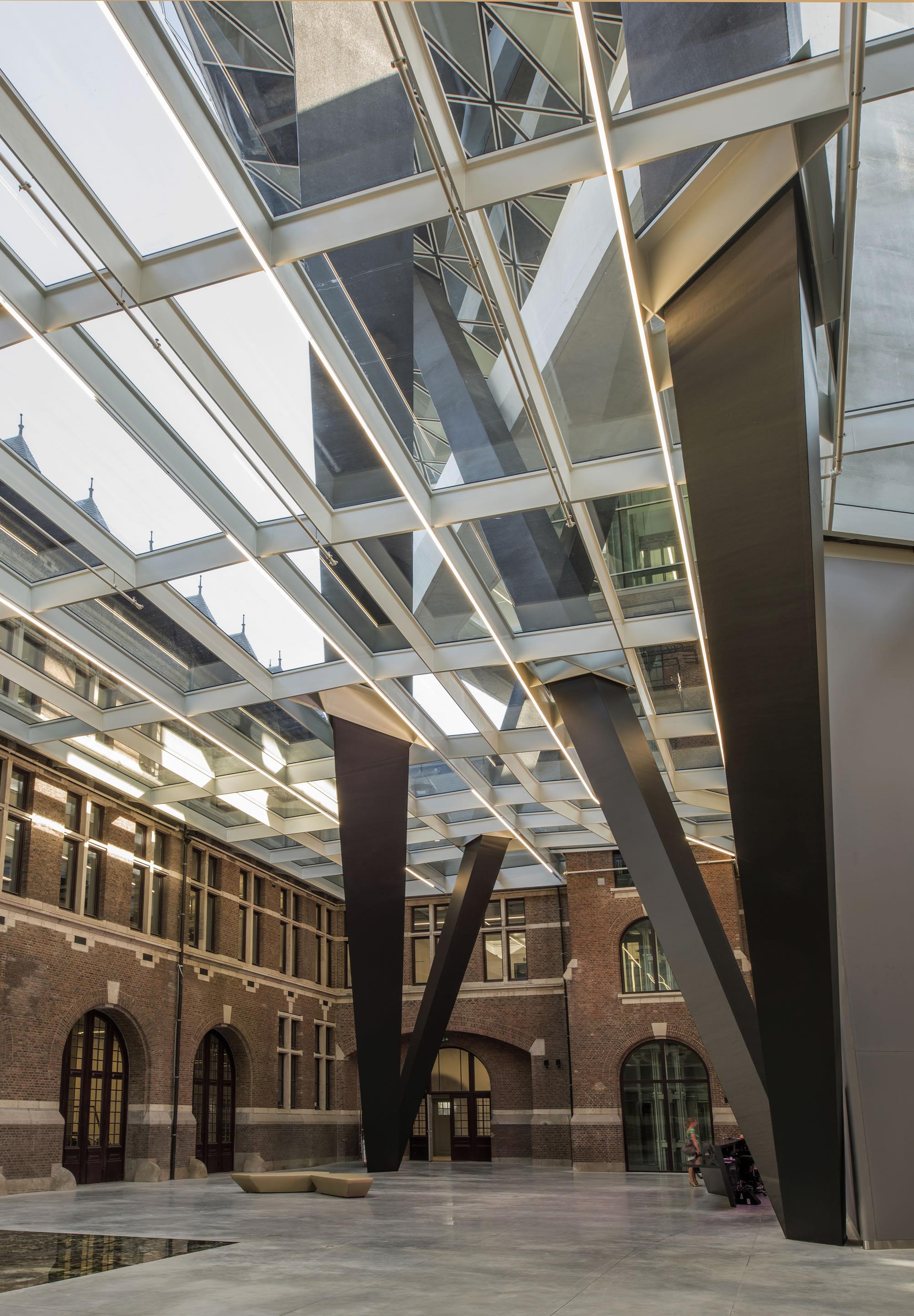 ZHA_Port House Antwerp_atrium ∏ Tim Fisher 2016.jpg