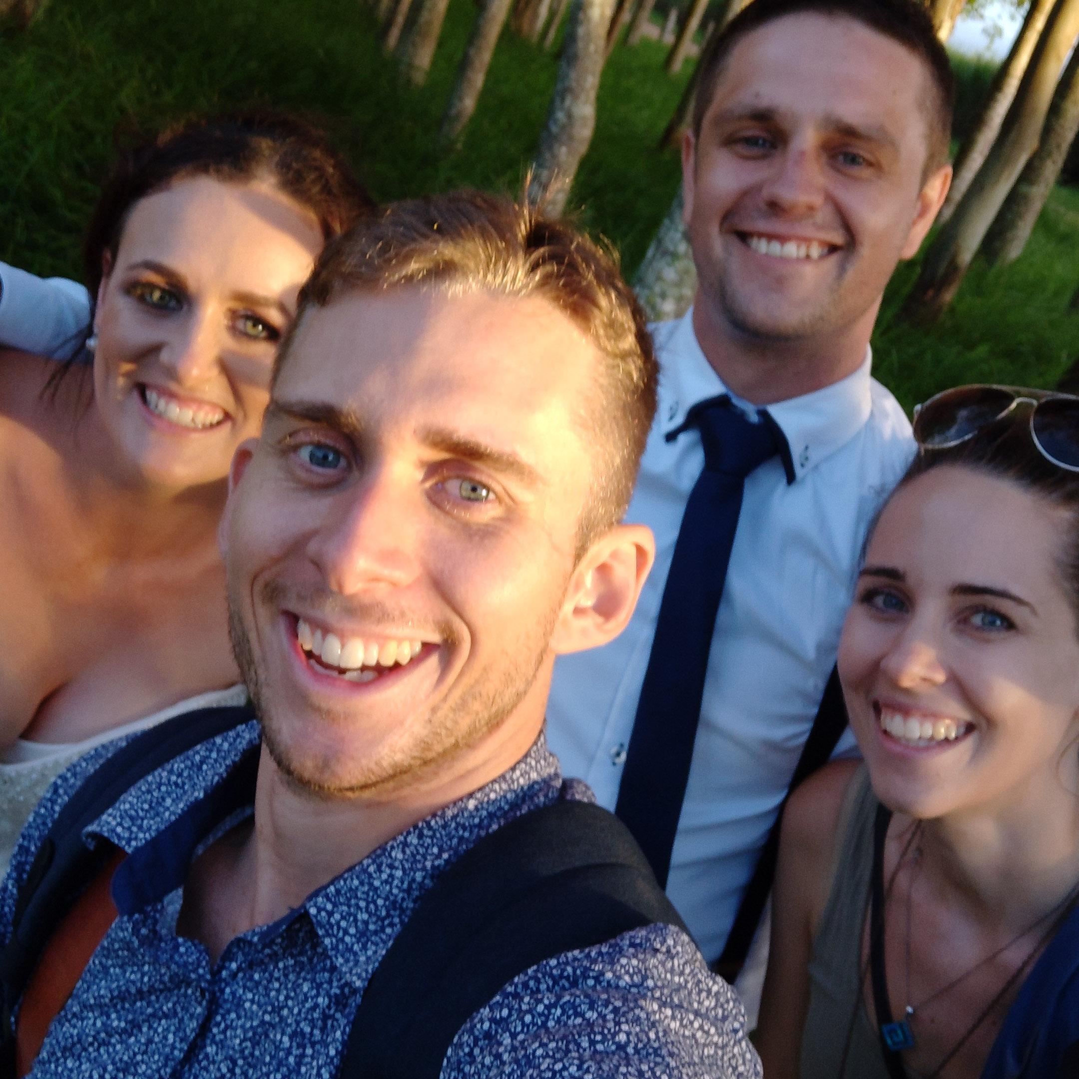 The-raw-photographer-cairns-wedding-photography-bridalparty-selfie-2.jpg