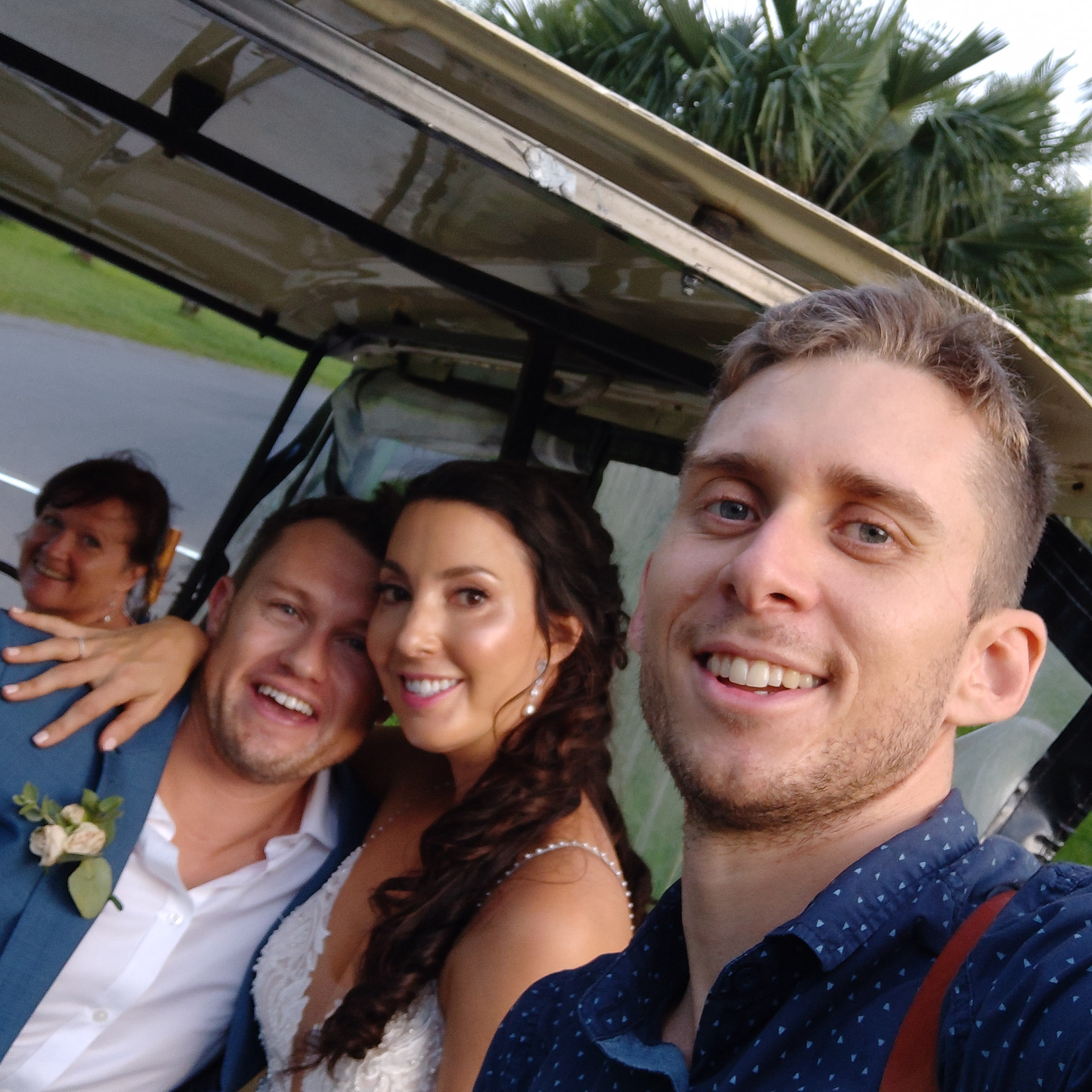 The-raw-photographer-cairns-wedding-photography-bridalparty-selfie-3.jpg