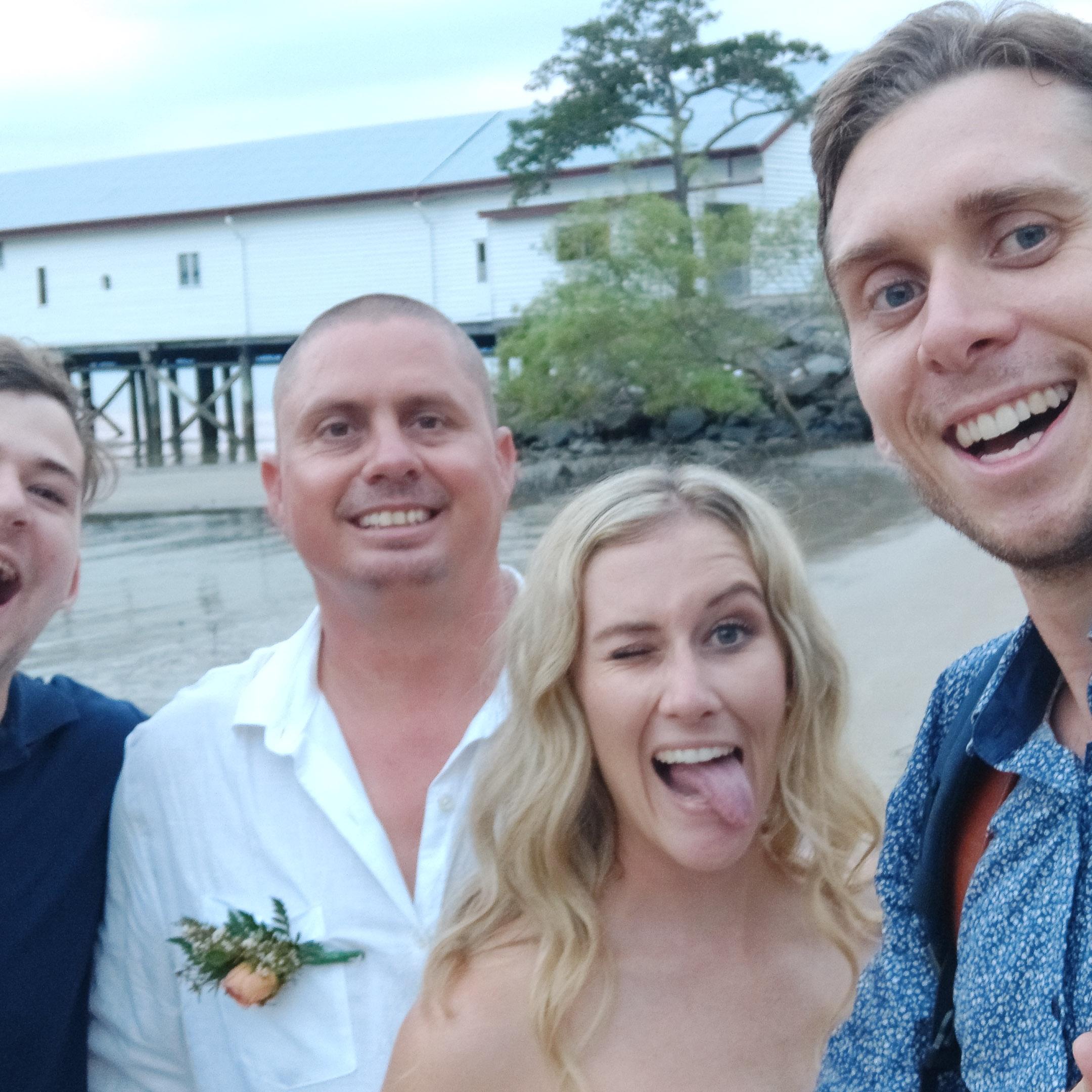 The-raw-photographer-cairns-wedding-photography-bridalparty-selfie-4.jpg