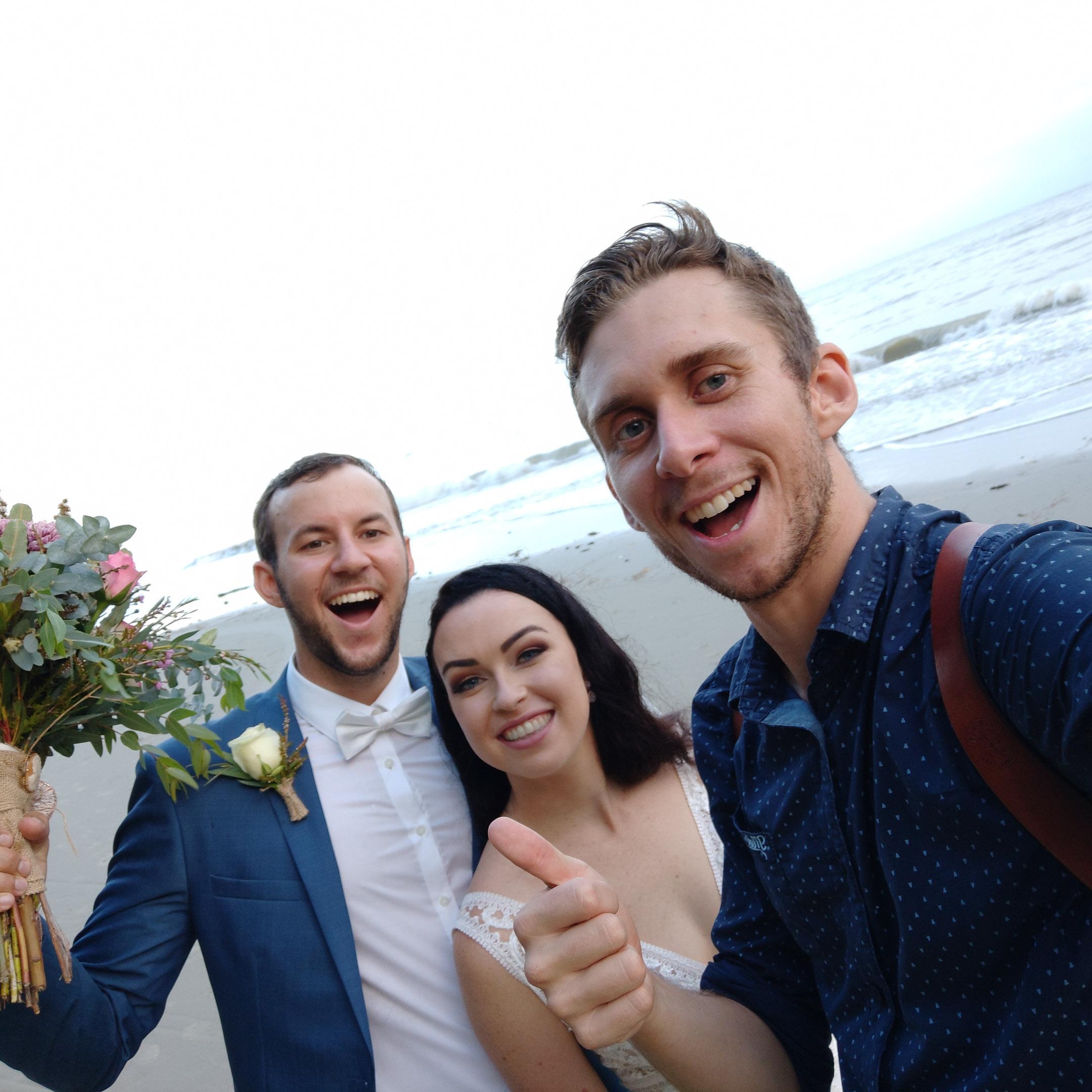 The-raw-photographer-cairns-wedding-photography-bridalparty-selfie-5.jpg