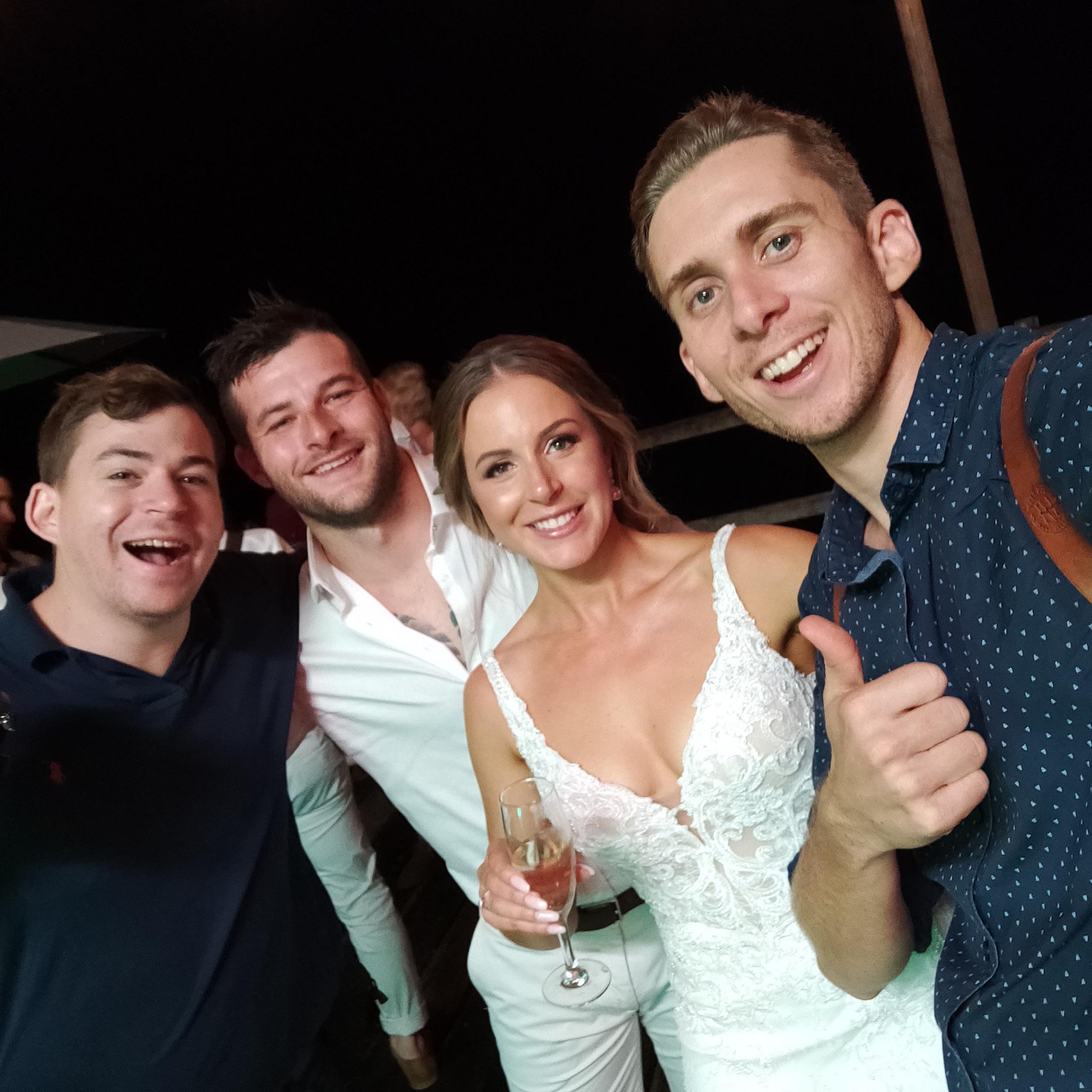 The-raw-photographer-cairns-wedding-photography-bridalparty-selfie-7.jpg