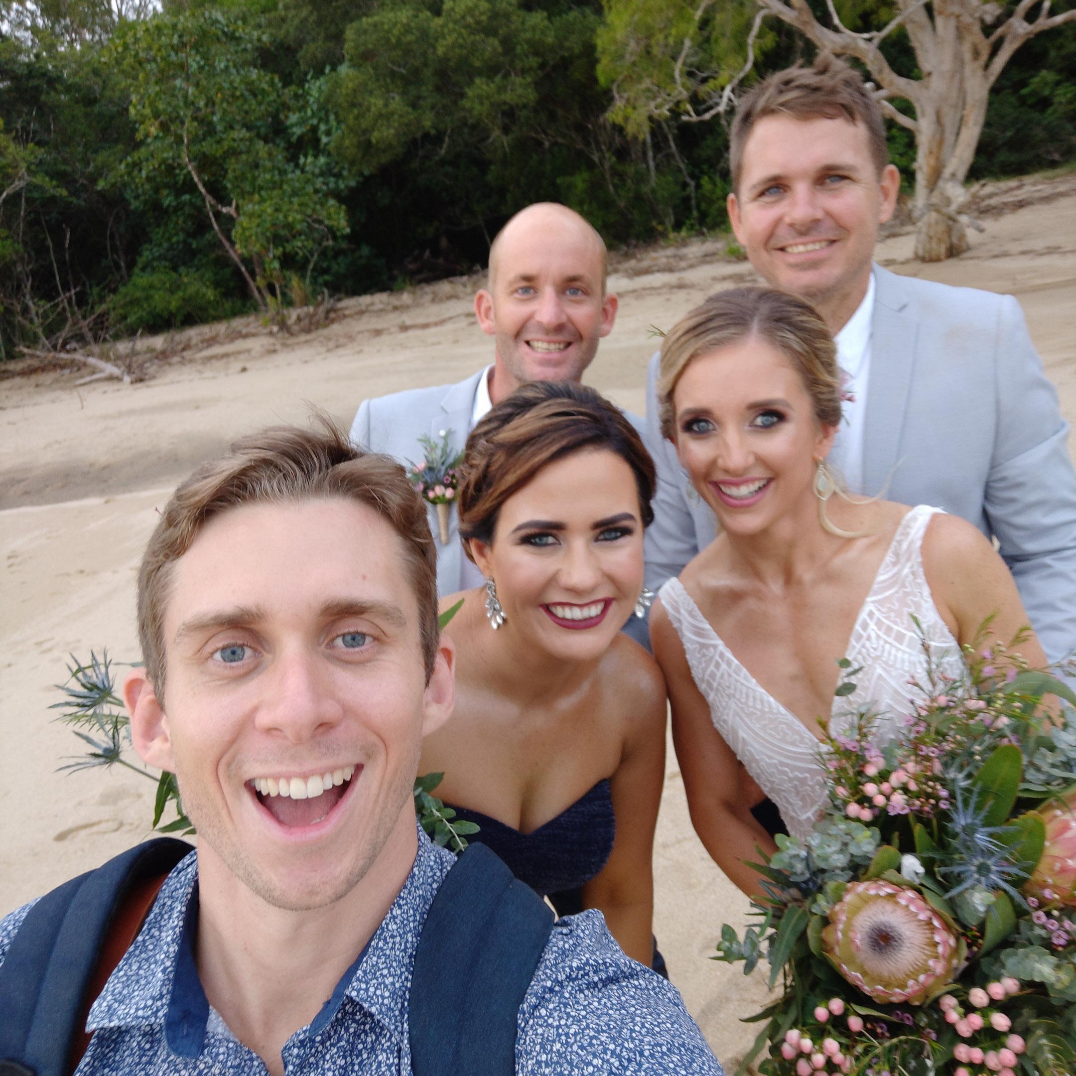 The-raw-photographer-cairns-wedding-photography-bridalparty-selfie-6.jpg