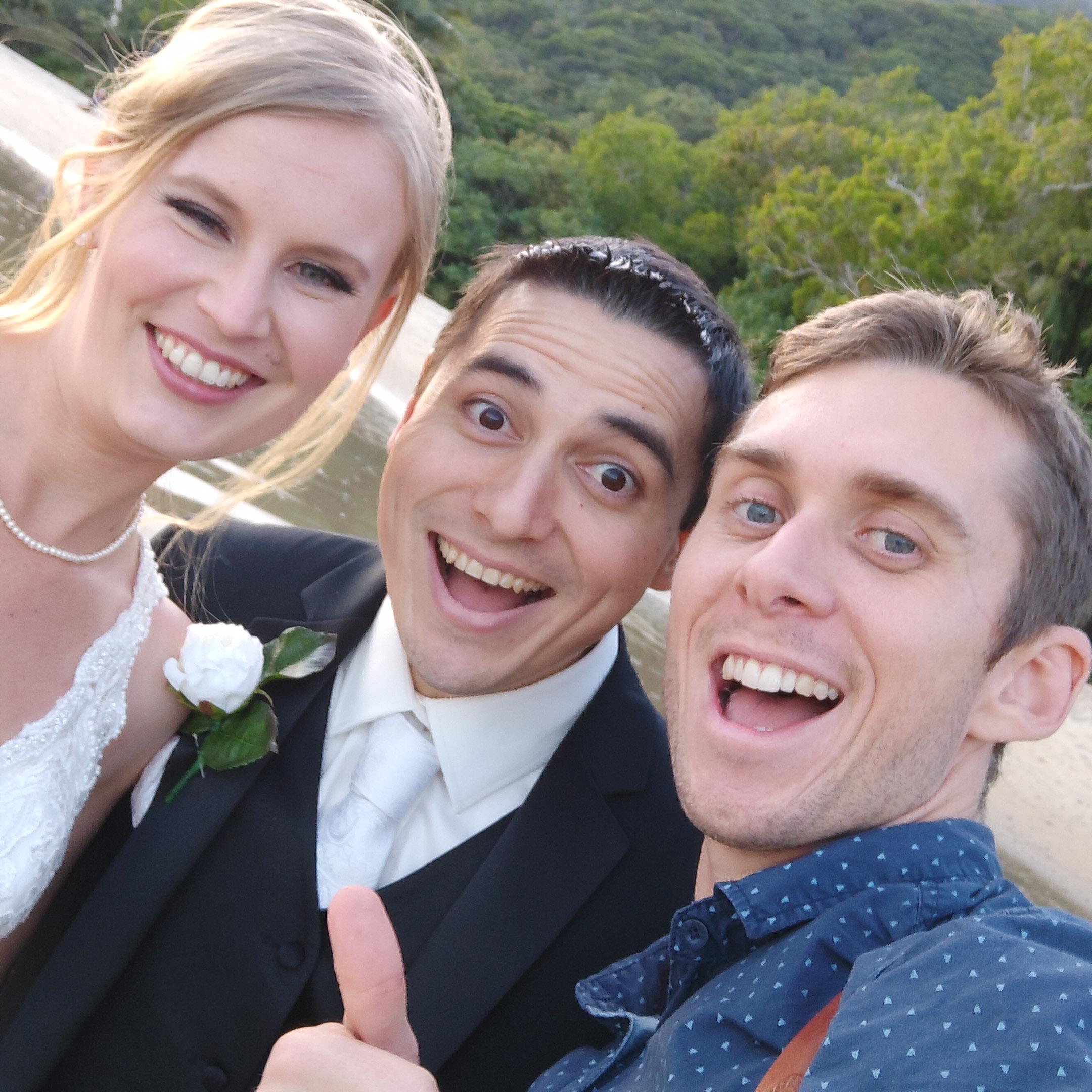 The-raw-photographer-cairns-wedding-photography-bridalparty-selfie-15.jpg