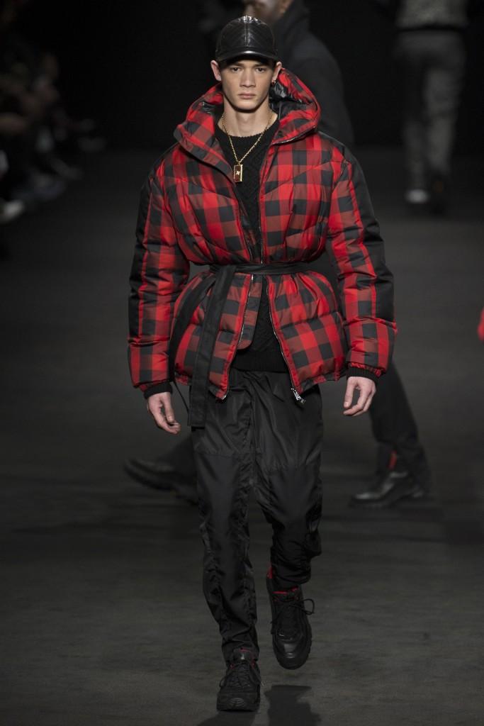 Versace-AW17-2-683x1024.jpg