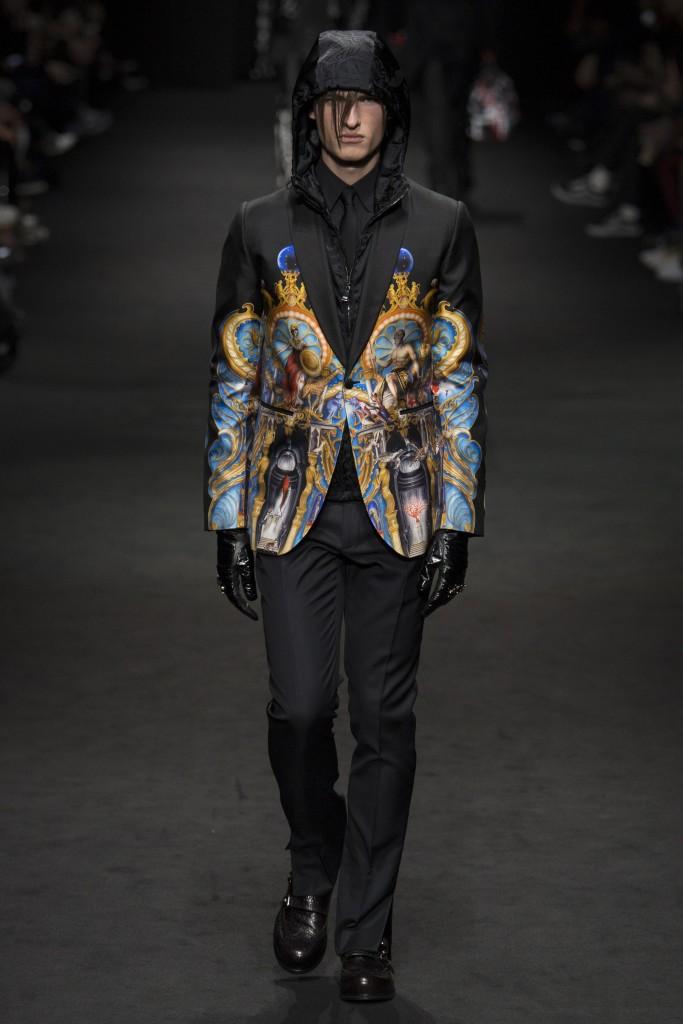 Versace-AW17-3-683x1024.jpg