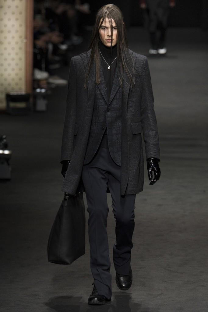 Versace-AW17-4-683x1024.jpg