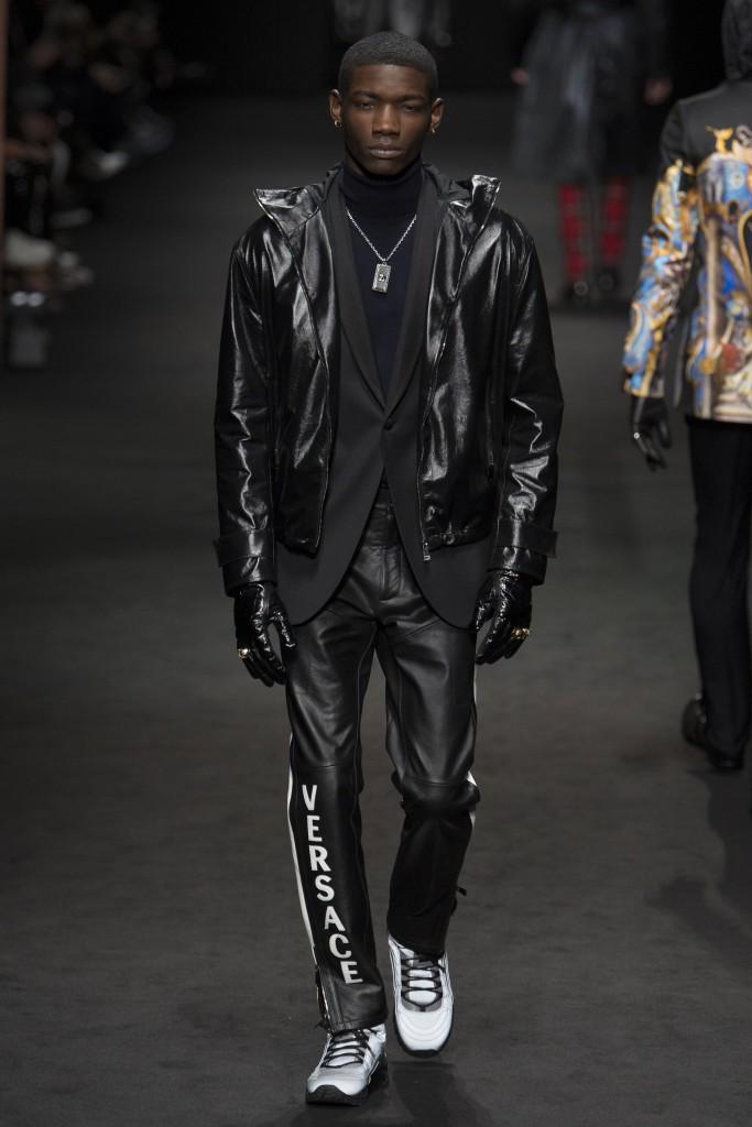 Versace-AW17-5-683x1024.jpg