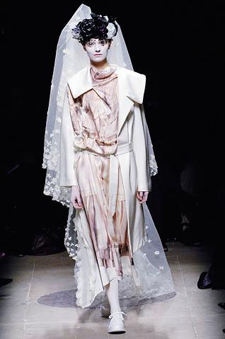 Comme des Garçons AW05 'Broken Bride' (image: Vogue )