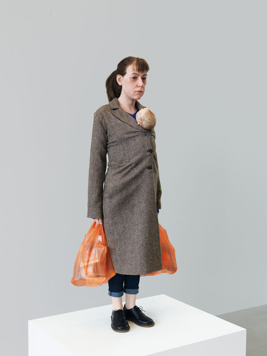mueck_2013_woman-with-shopping_0123-494DwK.jpg