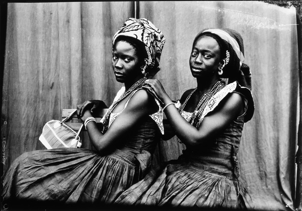 Untitled, 1952-1955 © Seydou Keïta / SKPEAC/ photo courtesy of CAAC - The Pigozzi Collection, Geneva