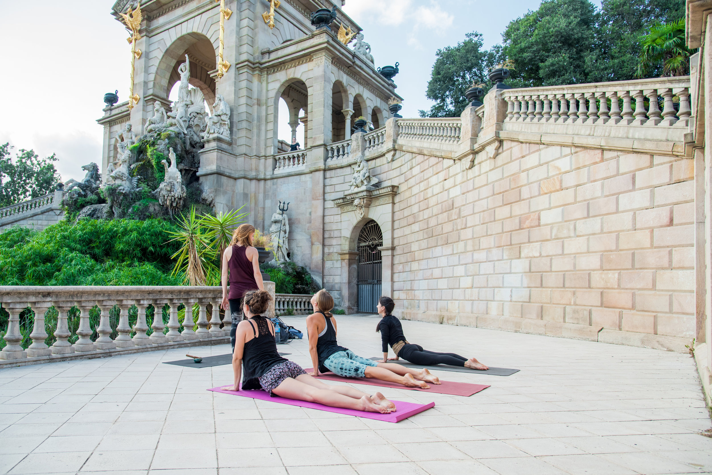 MeetJune  Yoga in Ciutadella Park with Courtney & Kate ( intothewildspaces.com )