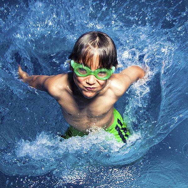 Ecole de Natation - Ce sont des milliers d'enfants (plus de 800 chaque semestre) et d'adultes de tous âges qui ont appris à nager ou se sont perfectionnés grâce aux cours de notre école présente à Genève depuis plusieurs dizaines d'années.