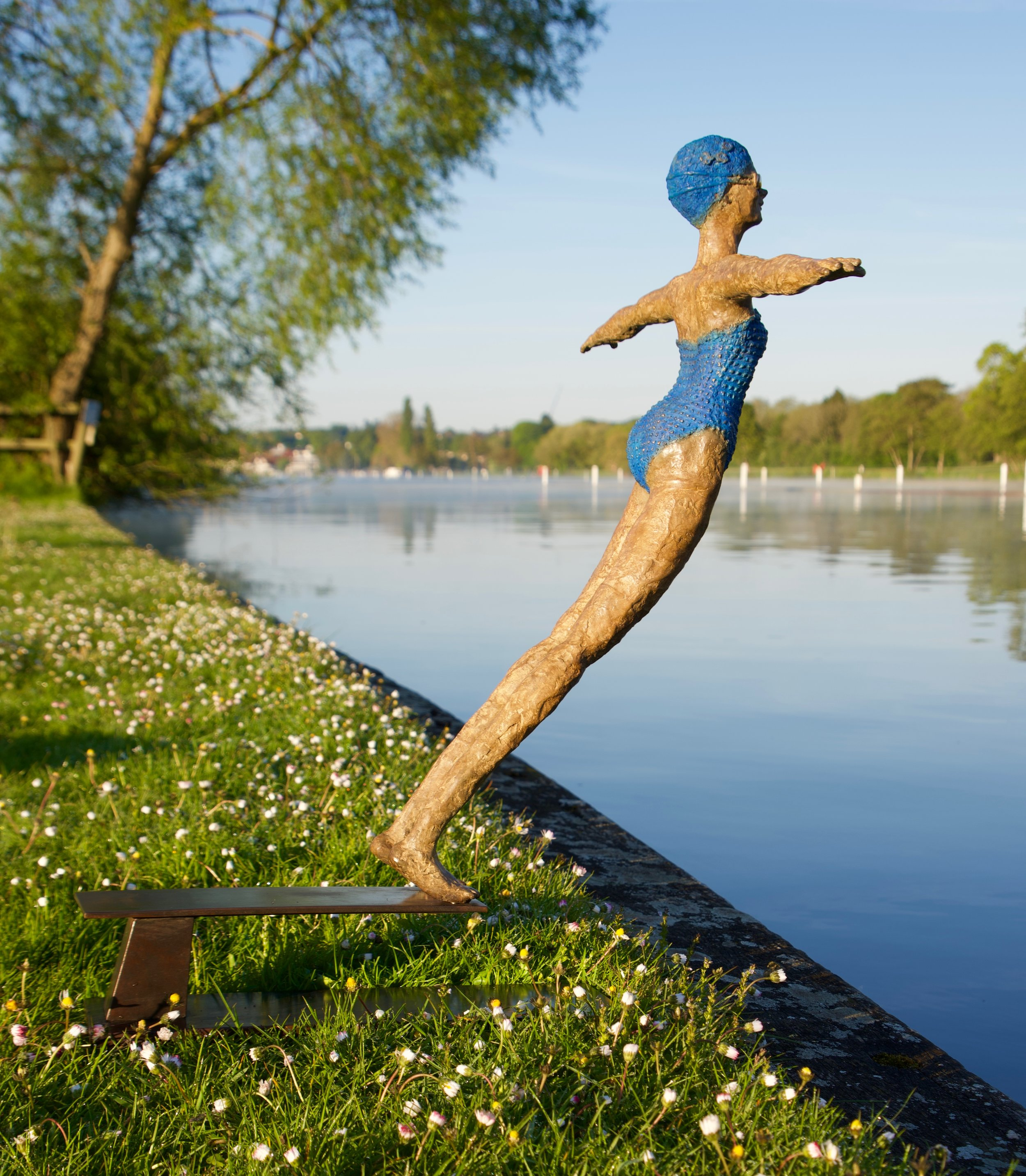 'Diving into life' on the river Thames (2018)