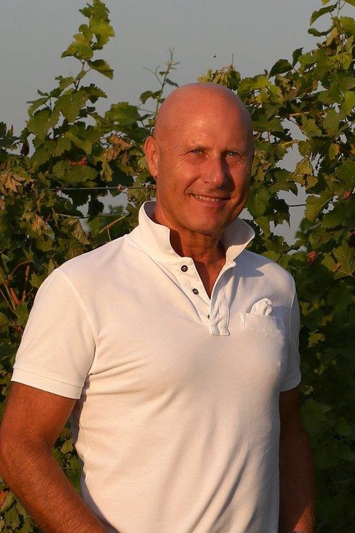 Giovanni Menotti – Oenological Consultant