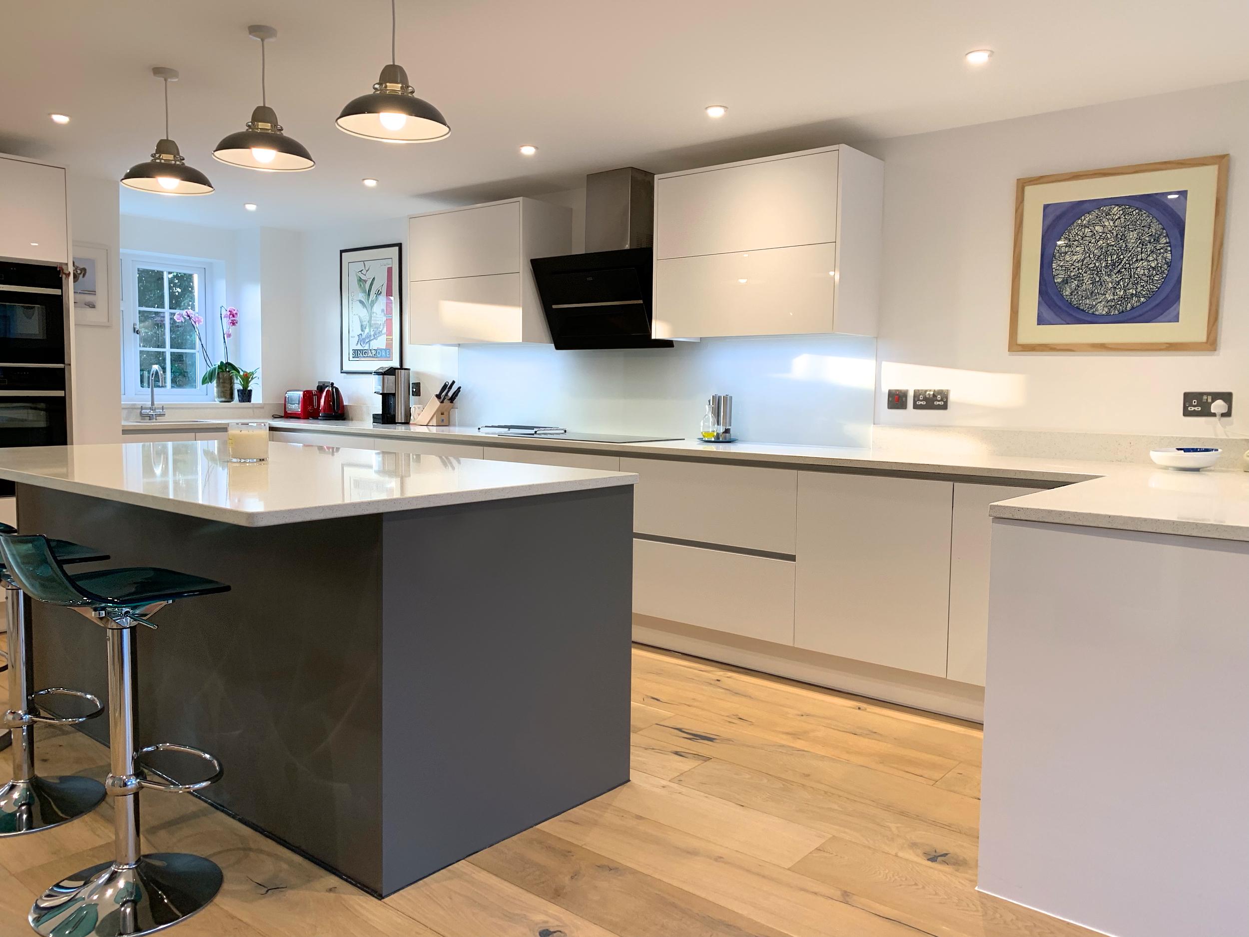 True Handleless Kitchen Wokingham Gloss & Matt Mix 1008.jpg