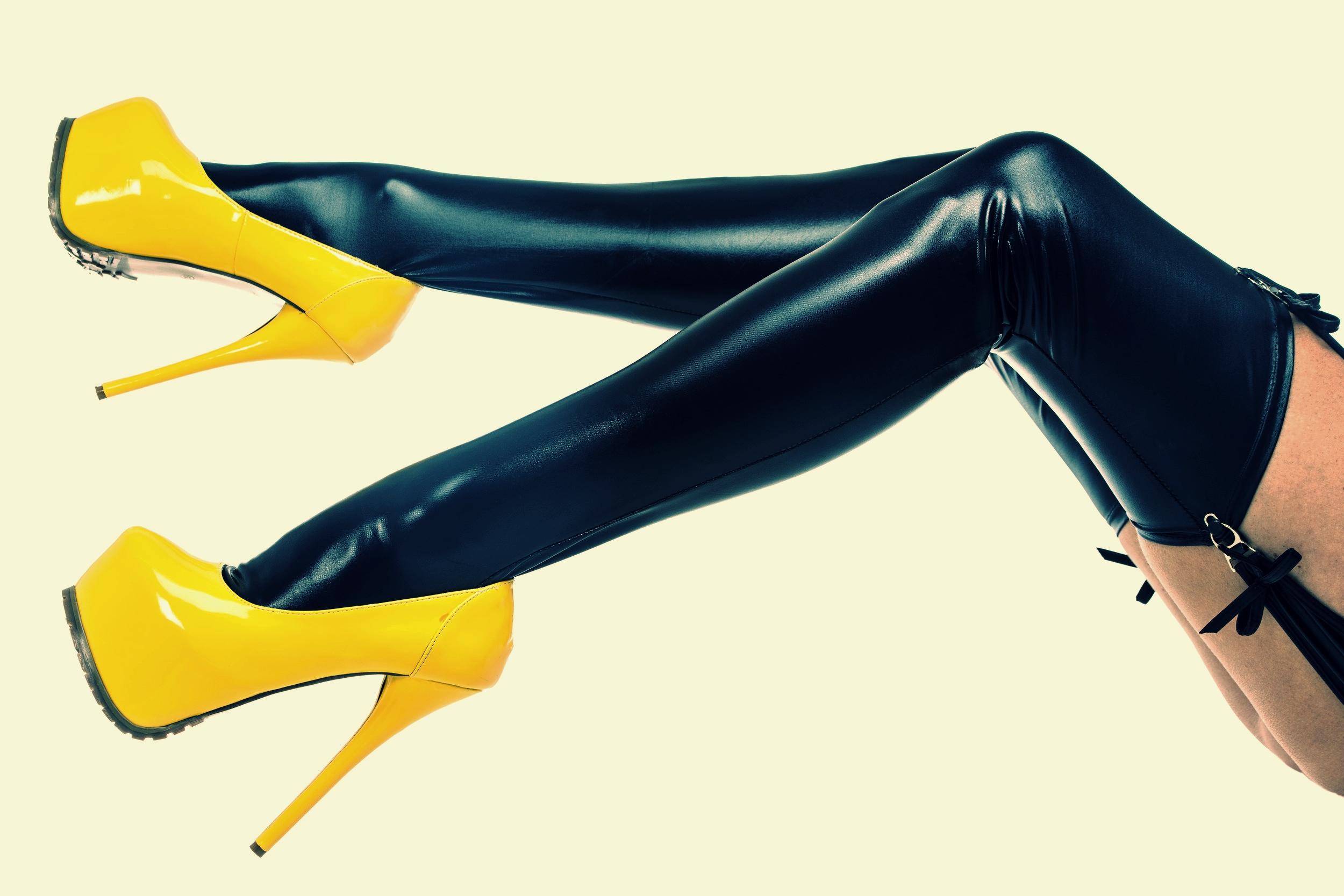 kinky shoes.jpg