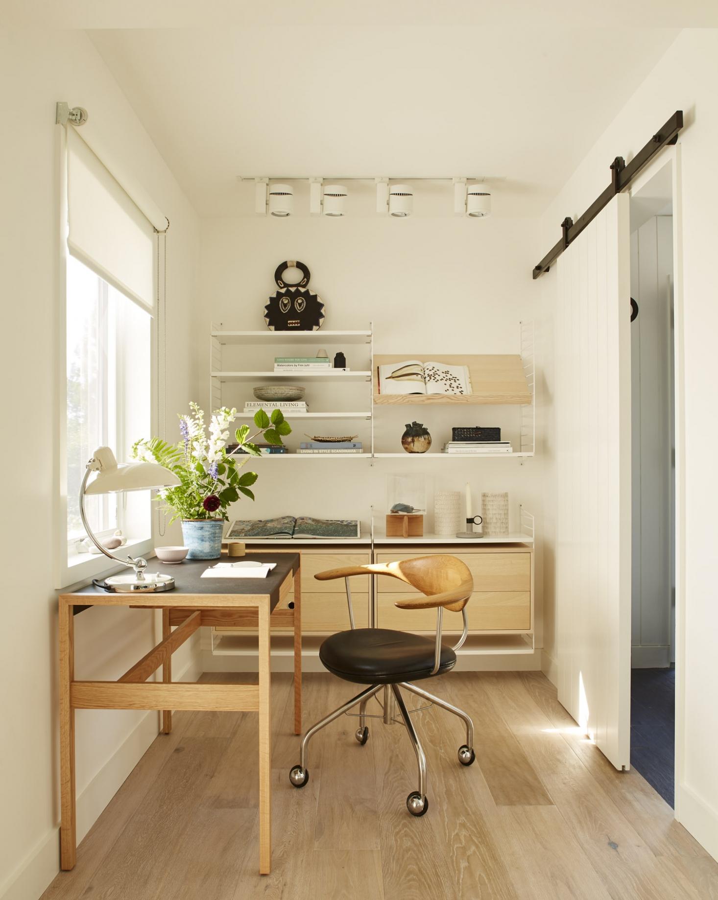 chilmark-cottage-office-nook-barn-door-1466x1838.jpg