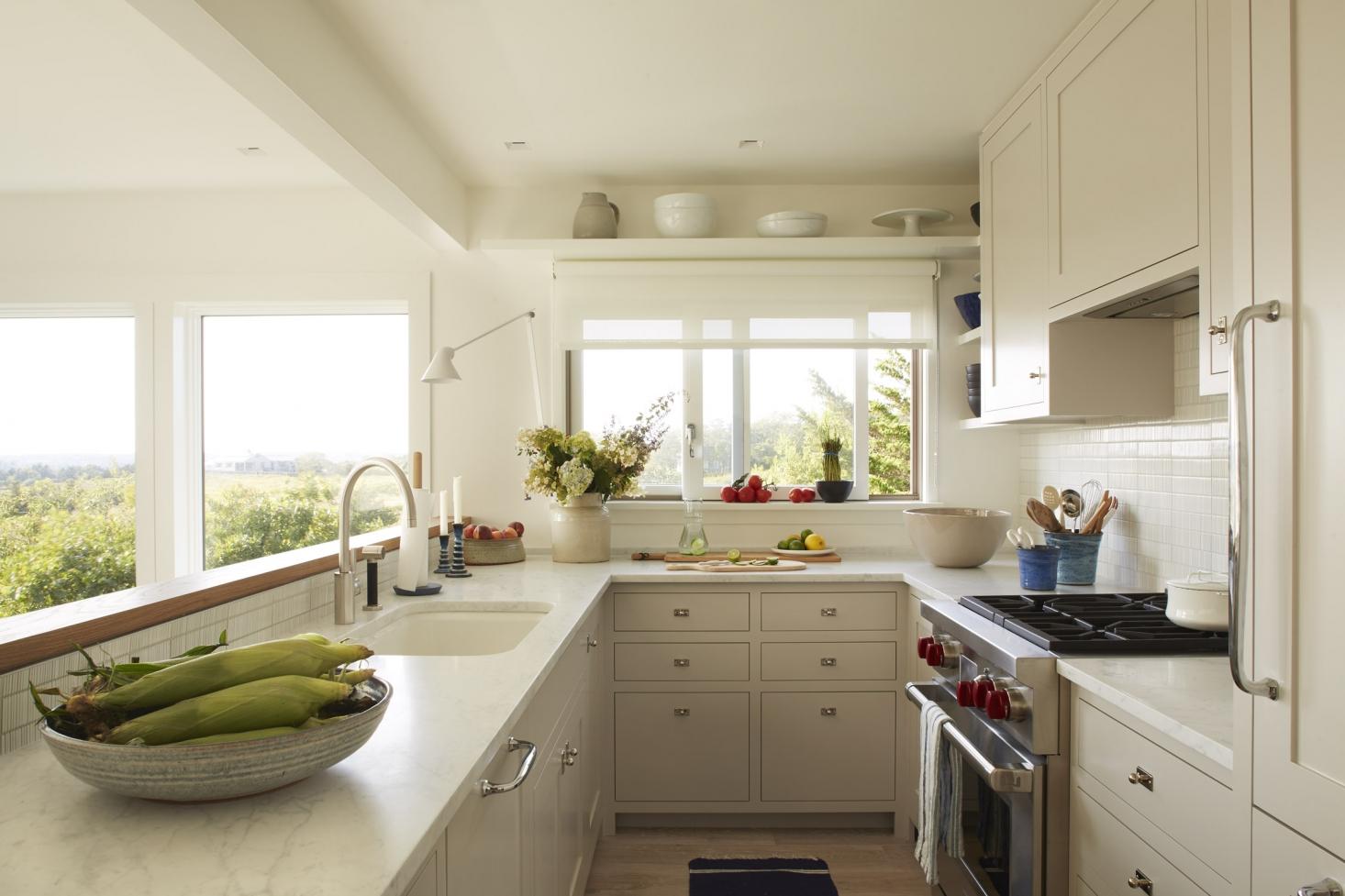 kitchen-chilmark-cottage-windows-white-1466x977.jpg