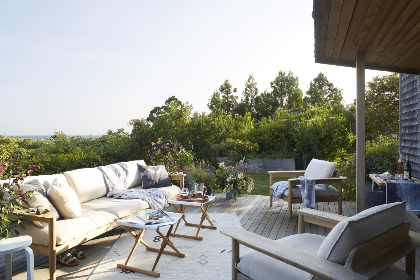 massachusetts-summer-patio-sofa-lounge-chairs-outdoor-1466x977.jpg