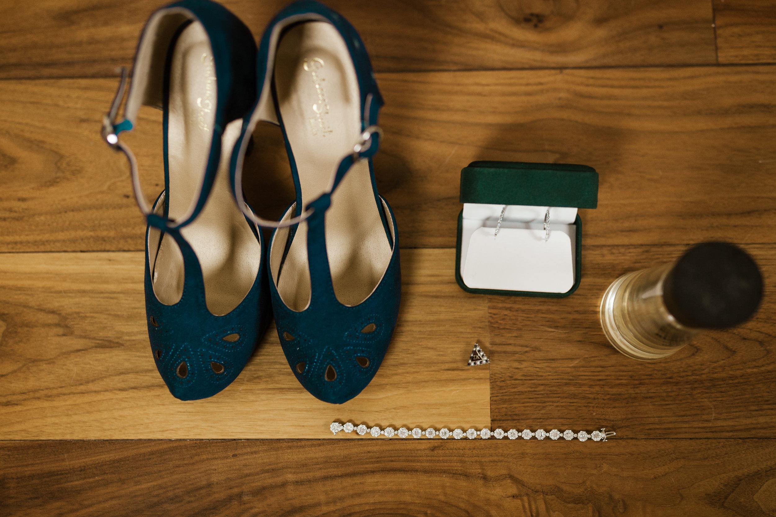 intimate-in-home-carbondale-wedding-11.jpg
