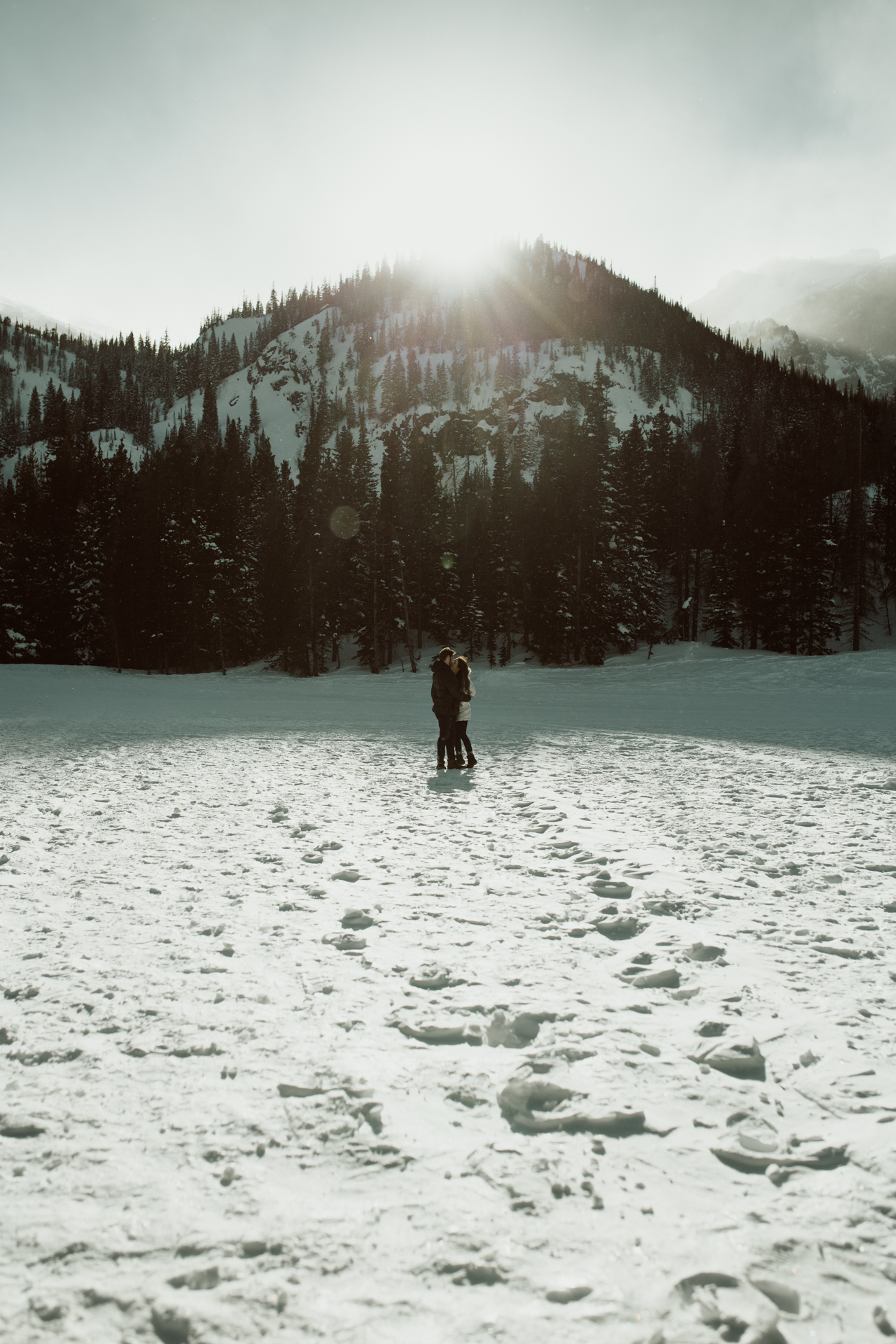 winter-rocky-mountain-national-park-engagements-re-3.jpg